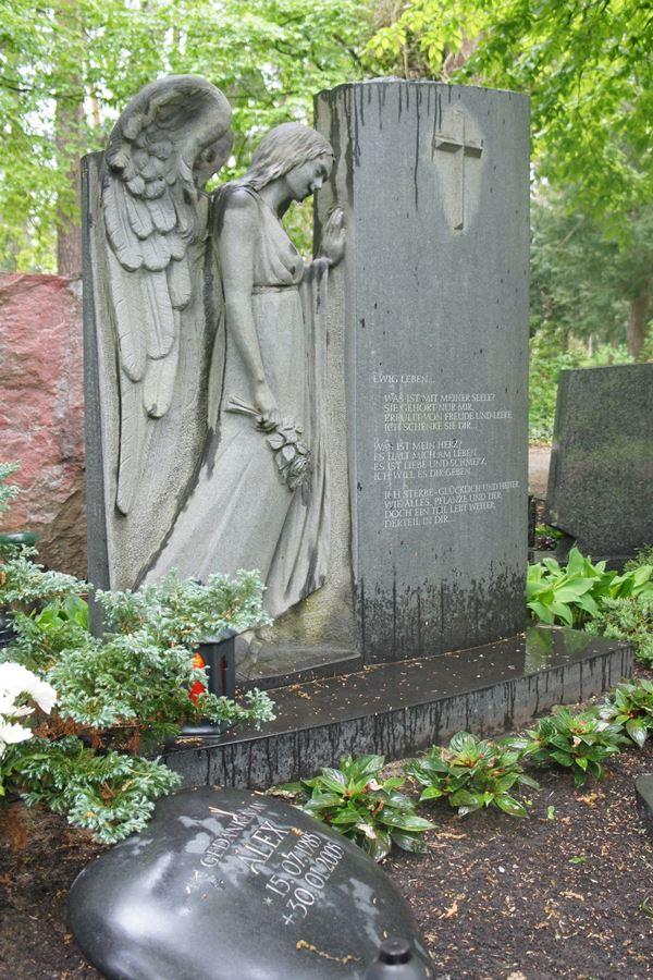 Grabstein mit Engel